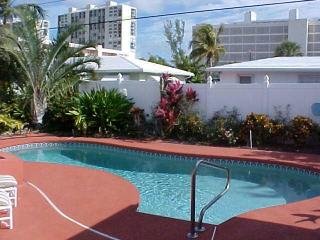 Walk To Beach & Pier! Heated Pool. 1 bedroom home. - Boca Raton vacation rentals