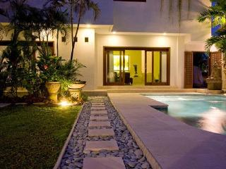 Palm Suite Bali - 3 Bedroom Villa in Seminyak - Seminyak vacation rentals