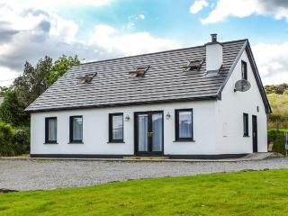 LÓISTÍN COIMÍN, detached cottage with multi-fuel stove, en-suite, views, Ballybofey Ref 913526 - County Donegal vacation rentals