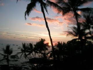 Sunset from the lanai at Kona Alii #303 - Oceanfront, Prime Location in Kona. Walk or drive - Kailua-Kona - rentals