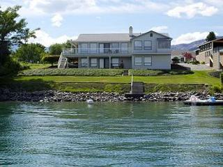 Sunrise Wapato Waterfront Home with Private Lake Chelan & Resort Access - Manson vacation rentals
