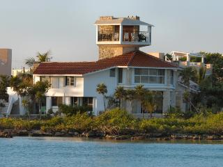 MAYA - ROME3 Quiet and peacefull environment with breathtaking sunsets. - Akumal vacation rentals