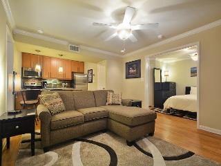 2BR/2BA Pool and Clubhouse Access! Modern Design Condo- Sleeps 4! - Austin vacation rentals