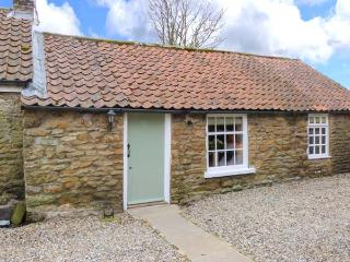 THE BARN, stone cottage, character features, woodburner, romantic retreat, in Hutton Buscel, near Scarborough, Ref 906027 - East Ayton vacation rentals