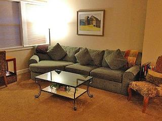 Plush comfort in the center of Bend, walk to the Old Mill, sleeps 6, 1 of 4!! - Bend vacation rentals