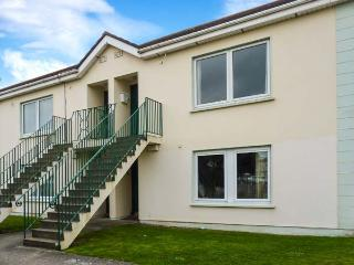 23 ANCHOR MEWS, ground floor apartment, off road parking, shared front lawn, in Arklow, Ref 28682 - Arklow vacation rentals