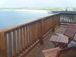 COZY COTTAGE, detached, open fire, near sea, close to amenities, parking, in Quilty, Ref 911696 - County Clare vacation rentals