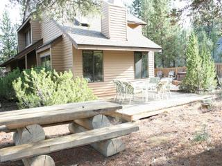 Close to Fort Rock Park, Fireplace, Surround Sound, SHARC Passes - Sunriver vacation rentals