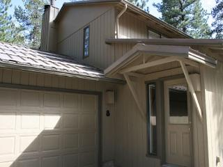 Close To Fort Rock Park, Private Hot Tub, 8 FREE Unlimited SHARC Passes - Sunriver vacation rentals