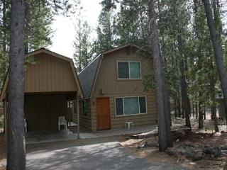 Beautifully Remodeled, 6 Free & Unlimited SHARC Passes, Hot Tub - Sunriver vacation rentals