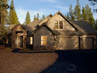 Sleeps 18, Close to Village Mall, Pool Table, 4 Masters!!! - Sunriver vacation rentals