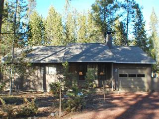 Enjoy a Cozy Romantic Getaway! Bikes & Private Hot Tub - Sunriver vacation rentals