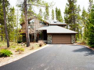 Large Deck, Private Hot Tub, Bikes, Free & Discounted SHARC Passes - Sunriver vacation rentals