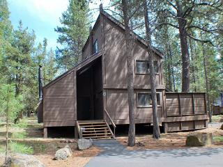 Come Enjoy This Cabin In The Woods, Hot Tub & Pet Friendly - Sunriver vacation rentals