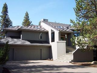 Free & Discounted SHARC Passes, Close to the Deschutes River, Hot Tub - Sunriver vacation rentals