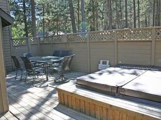 Close to SHARC and The Village Mall with 6 FREE SHARC Passes - Sunriver vacation rentals