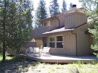Near the Woodlands Golf Course, Hot Tub, Free & Discounted SHARC Passes - Sunriver vacation rentals