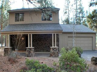 Close to the Sunriver Village Mall, Free & Disounted SHARC Passes, 2 Masters - Sunriver vacation rentals