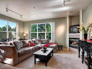 2 BD/2 BA heart of Downtown Redmond - Redmond vacation rentals
