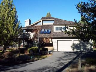Two Master Suites with Jacuzzi Tubs, Private Hot Tub, Mavericks Access - Sunriver vacation rentals