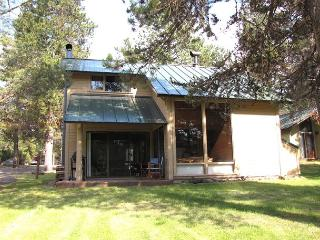 Stand Alone Condo with Unobstructed Woodland View, Pet Friendly. - Sunriver vacation rentals