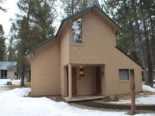 Relax in Comfort, Bikes, BBQ, Free & Discounted SHARC Passes - Sunriver vacation rentals