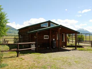Elegantly rustic cabin near Chico, Yellowstone Pk - Pray vacation rentals