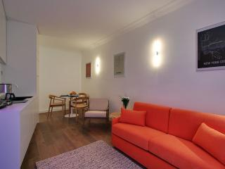 *MODERN APARTMENT IN THE FAMOUS MONTORGUEIL AREA* - 2nd Arrondissement Bourse vacation rentals