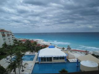 Tropical Penthouse. - Cancun vacation rentals