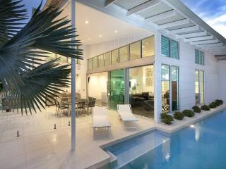 ACQUA BIANCO WATERFRONT LUXURY - Hamilton Island vacation rentals
