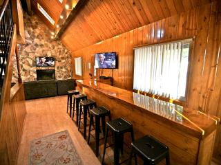 Long Bar Lodge - passes to private beach clubs! - Lake Arrowhead vacation rentals