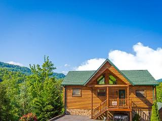Amazing Last Minute Specials! 4BR Downtown Gatlinburg Cabin w/ Views. $199+ - Pigeon Forge vacation rentals