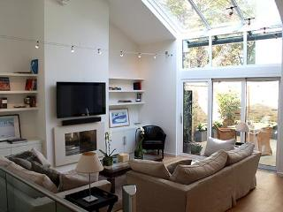 Luxurious 2 bed, 2 bath holiday home in London - London vacation rentals