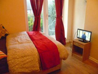 London  Harold's 1 Bed Flat, Sleep 2-8. - Bulmer vacation rentals