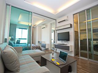 New condo 1BR @Sathon/Silom (Wifi, BTS, Pool, BRT) - Bangkok vacation rentals