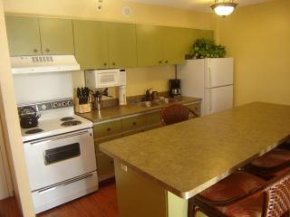 Ocean View Waikiki Suite 1 BDRM Kitchen w/Balcony - Waikiki vacation rentals