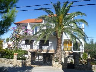 Lovely orange apartment in Ždrelac great vacation - Zdrelac vacation rentals