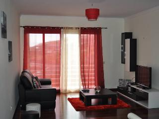 Sea View Apartment, close to the beach and with free wifi - Canico vacation rentals