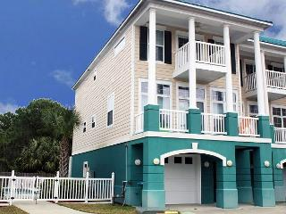 Pelican's Perch Town House. 4 Bed, 5.5 Bath. Sleeps up to 13! - Panama City Beach vacation rentals