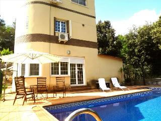 Luxurious Caldes de Montbui casa for 8, just 18km from Barcelona and the beach - Santa Eulalia de Ronsana vacation rentals