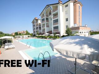 Apartment for 5 with pool and free wi-fi on the Adriatic Coast - Lido degli Estensi vacation rentals