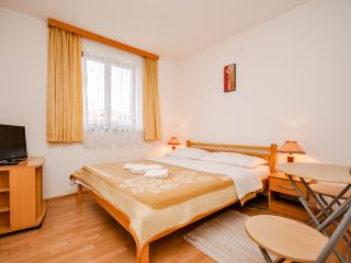 Apartment and Rooms Nevenka - 80761-S1 - Central Croatia vacation rentals
