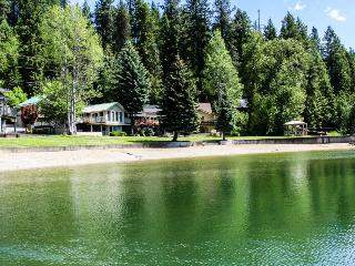 Kidd Island, Coeur d'Alene Lake Cabin With Hot Tub - Northern Idaho vacation rentals