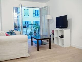 CR215bParis - Confort, standing & conciergerie - Puteaux vacation rentals