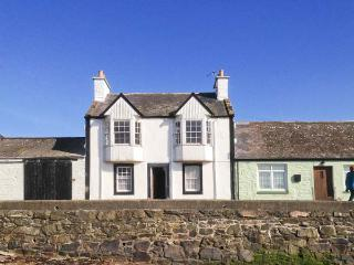 HARBOUR HOUSE, child-friendly, harbourside cottage in Isle of Whithorn, WiFi, Ref. 24866 - Dumfries & Galloway vacation rentals