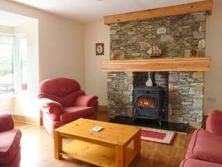 GORT AN AITINN patio with furniture, lawned garden, great base for walking, close to beach, Ref 913825 - Ballyferriter vacation rentals