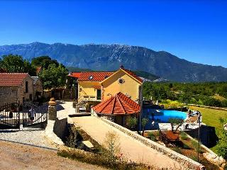 Enjoy the Rustic Experience of this Authentic Dalmatian Villa - Grabovac vacation rentals