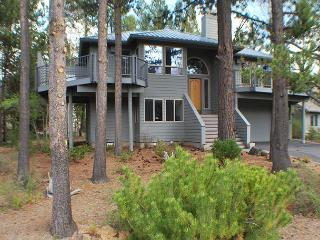 Perfect For A Family Getaway! Free & Discounted SHARC Passes, Bikes, Hot Tub - Sunriver vacation rentals