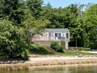 THE LAGOON COTTAGE: MODERN WATERFRONT LIVING - VH NWIL-61 - Vineyard Haven vacation rentals