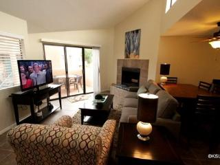 Upstairs, One Bedroom Condo with King Bed and Mountain Views at Ventana Vista - Tucson vacation rentals